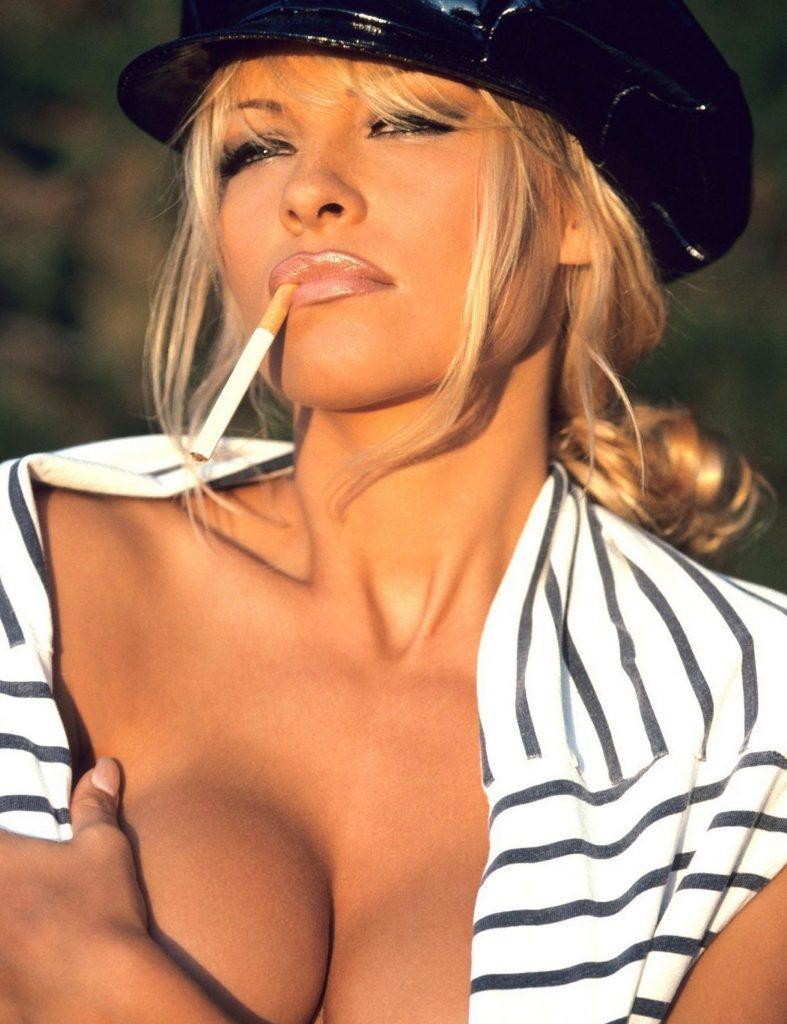 Pamela Anderson Nude 1 787x1024010