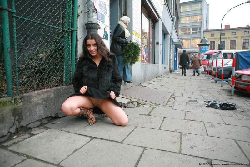angela s cracow nude in public 07 800x533