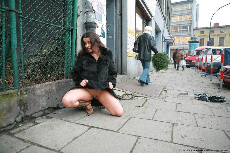 angela s cracow nude in public 08 800x533