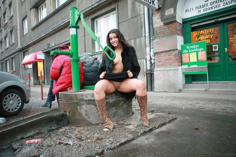 angela s cracow nude in public 10 800x533