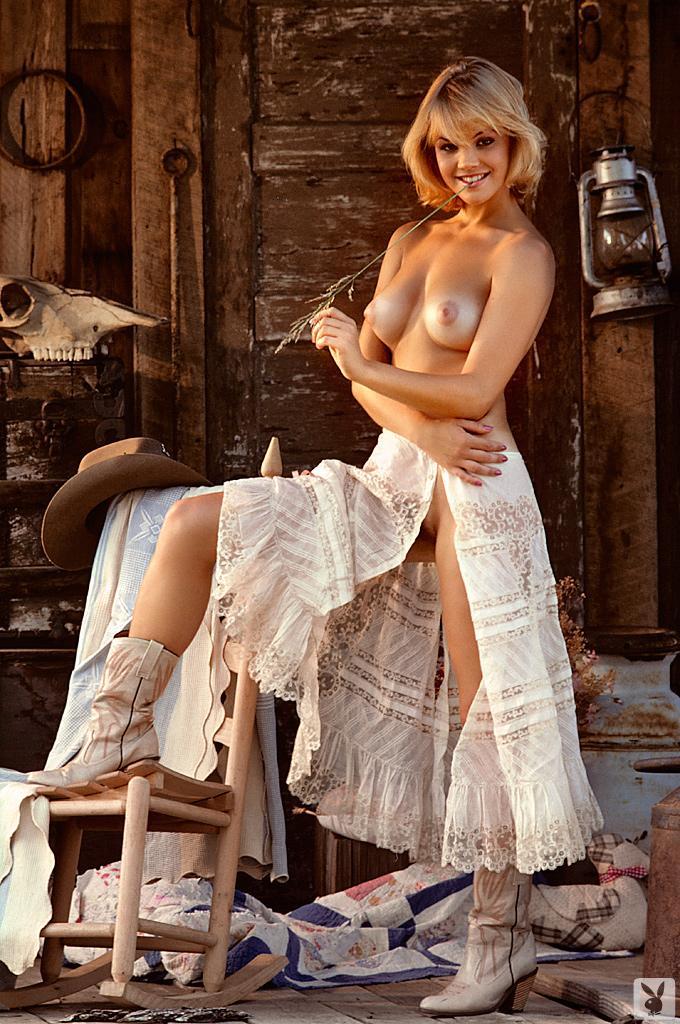rebecca romijn nipples