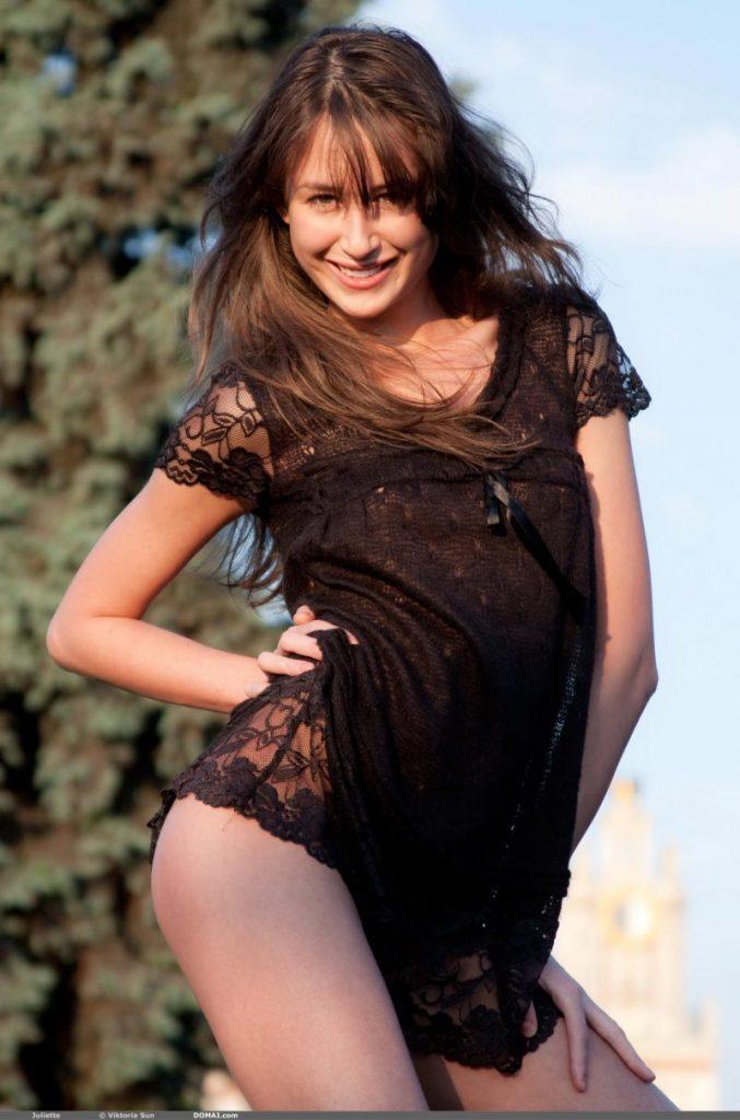juliette nude public domai 03 800x1210