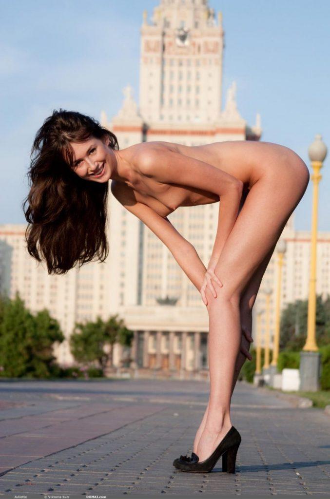 juliette nude public domai 08 800x1210