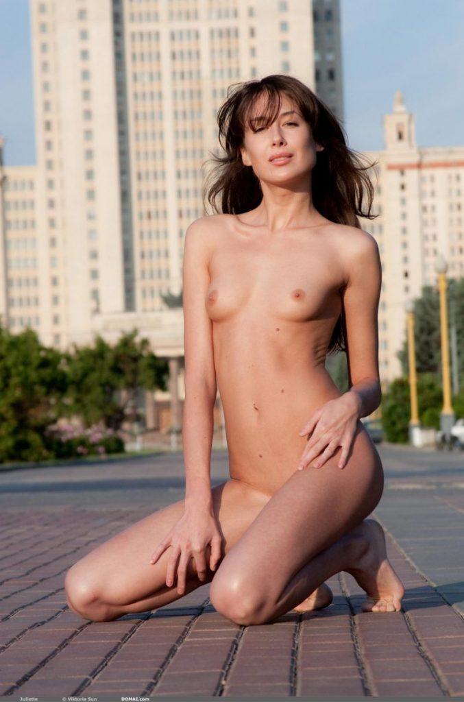 juliette nude public domai 09 800x1210