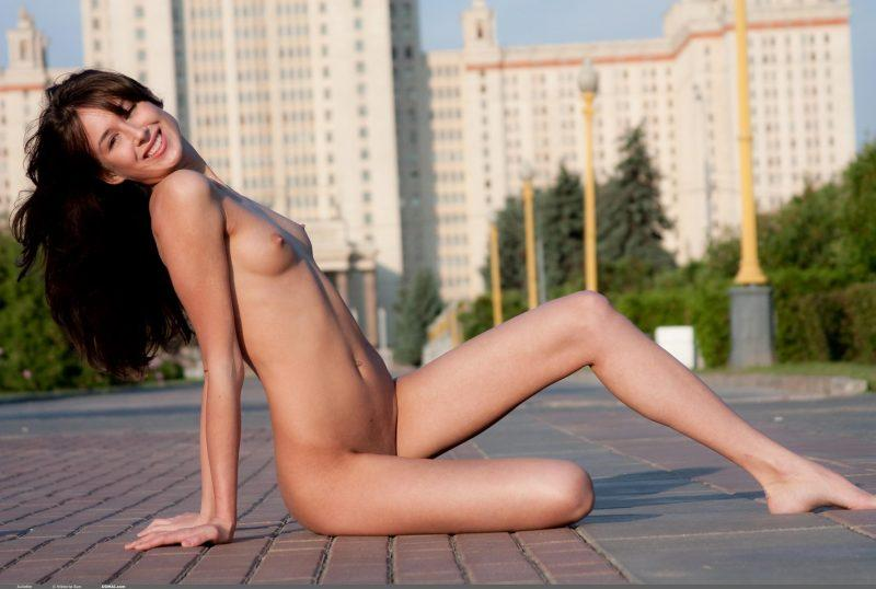 juliette nude public domai 10 800x538