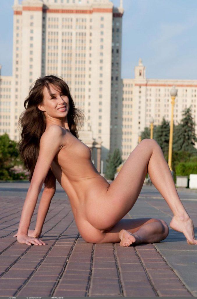 juliette nude public domai 11 800x1210