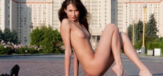juliette nude public domai 12 800x538