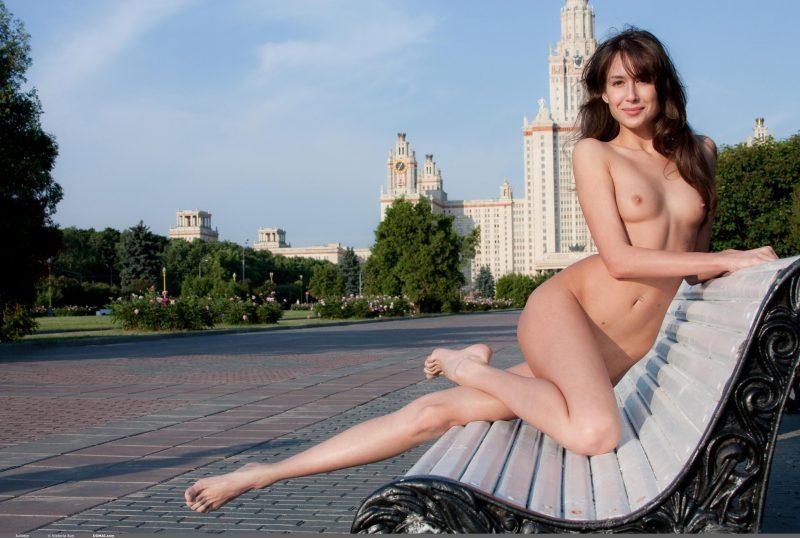 juliette nude public domai 13 800x538