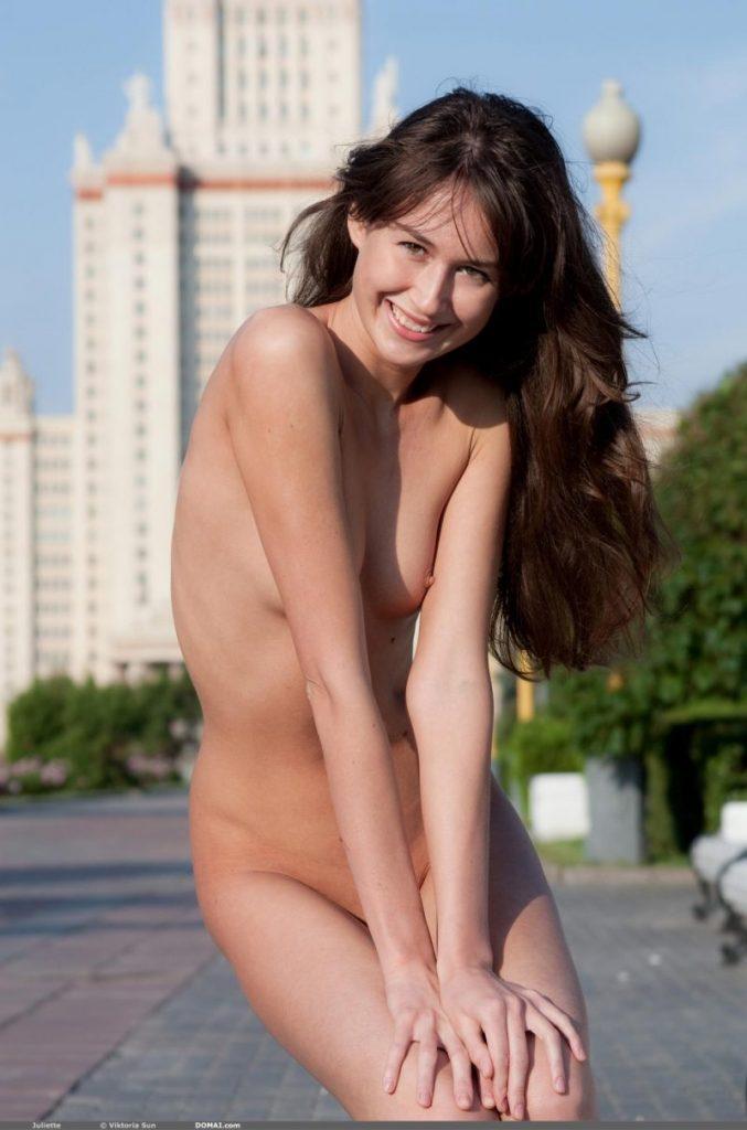 juliette nude public domai 17 800x1210