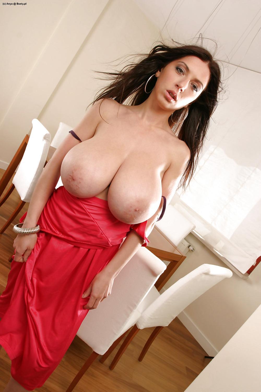 Busty anya pornó képek