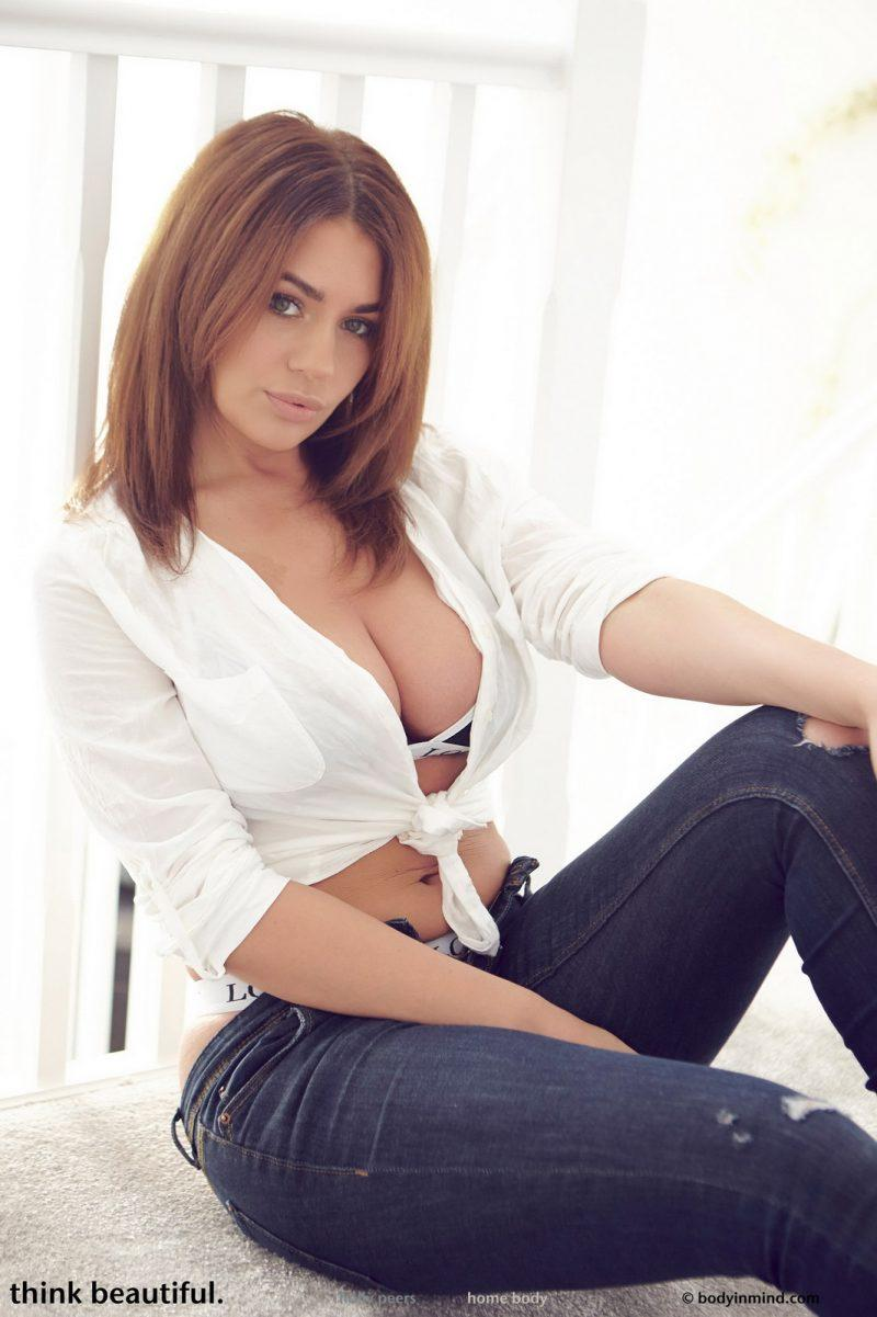 holly peers tits jeans busty girl bodyinmind 04 800x1201