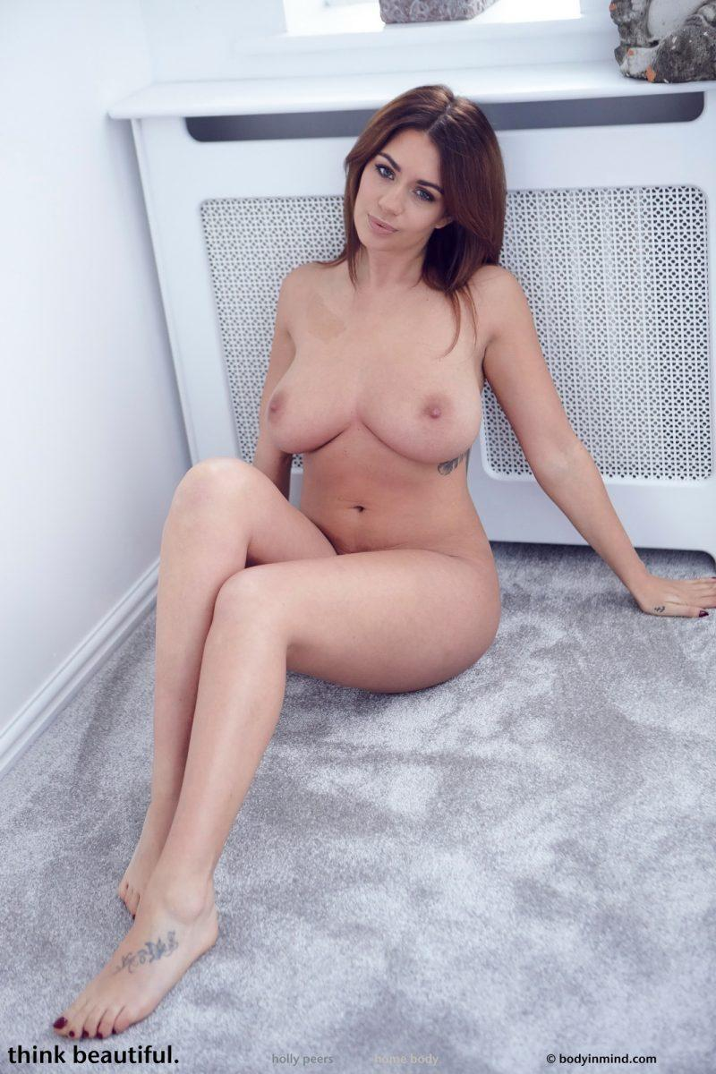 holly peers tits jeans busty girl bodyinmind 30 800x1200