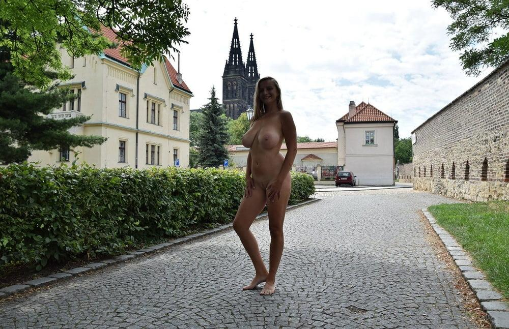 Public Nude Regina