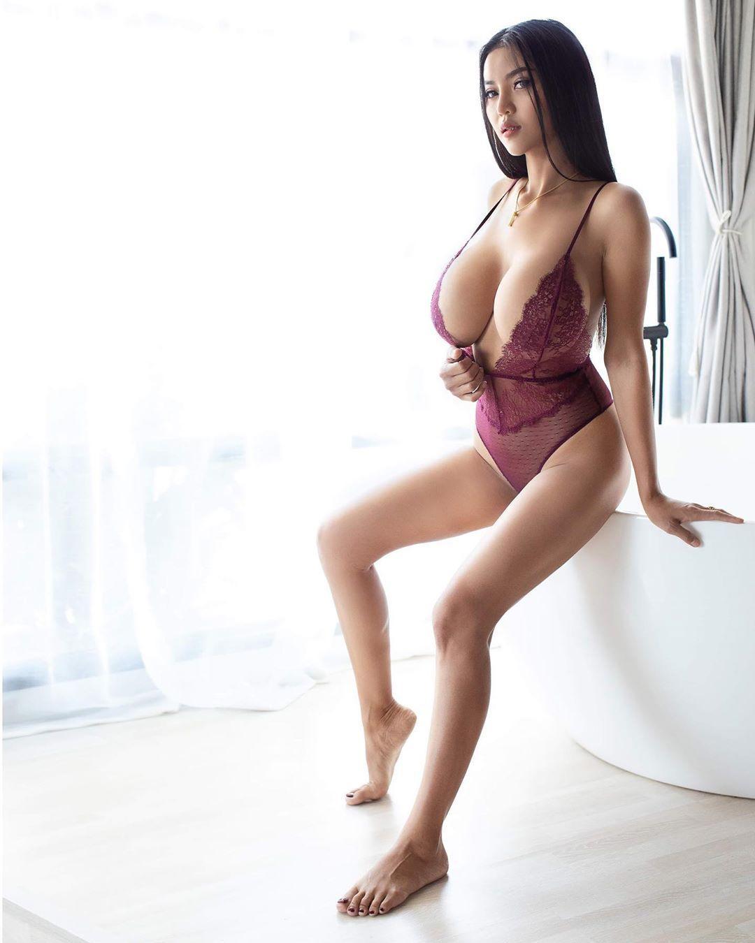 Faii-Orapun-Nude-Instagram-Model-Big-Tits-1