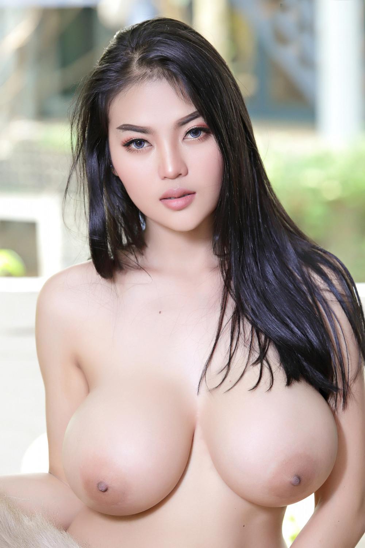 Faii-Orapun-Nude-Instagram-Model-Big-Tits-11