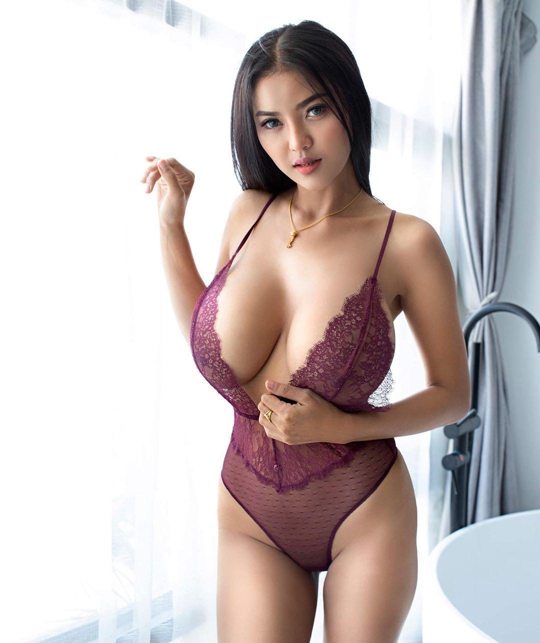 Faii-Orapun-Nude-Instagram-Model-Big-Tits-4