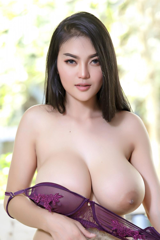 Faii-Orapun-Nude-Instagram-Model-Big-Tits-9
