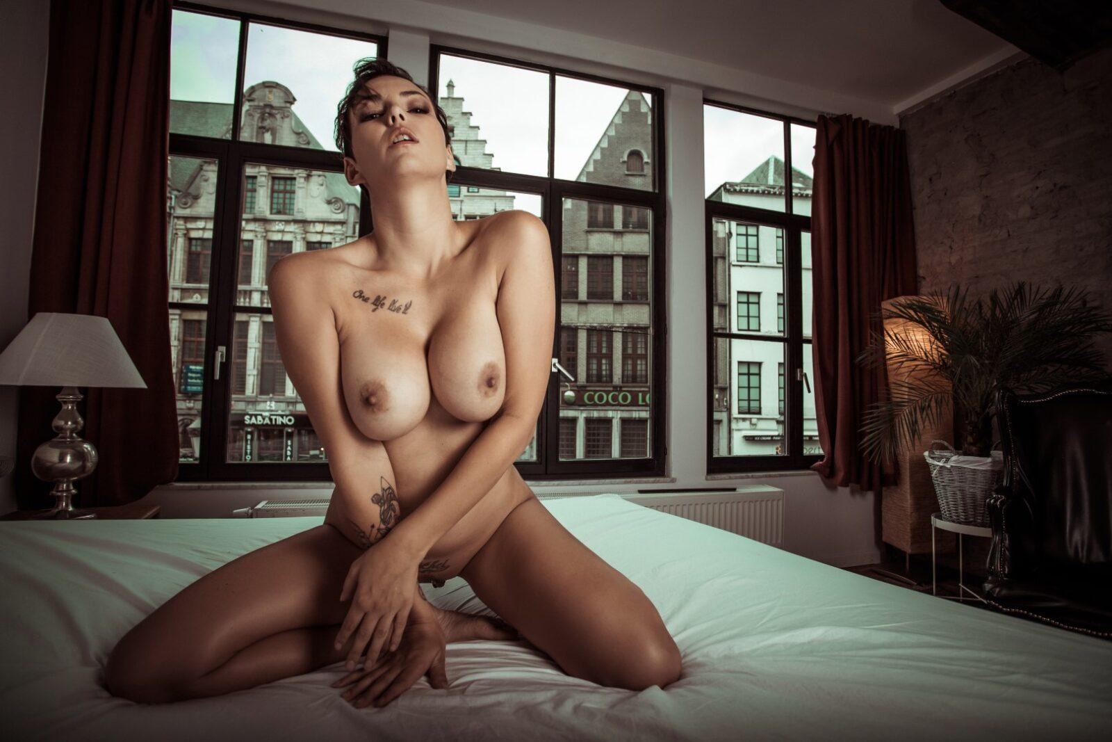 Nude wall pictures