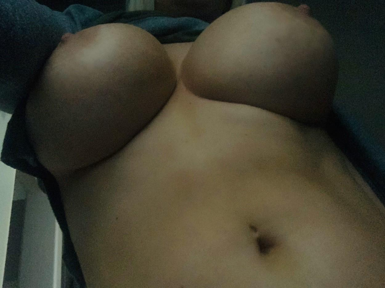 Tara-Babcock-Nude-Shaved-Pussy-Patreon-Leaked-2