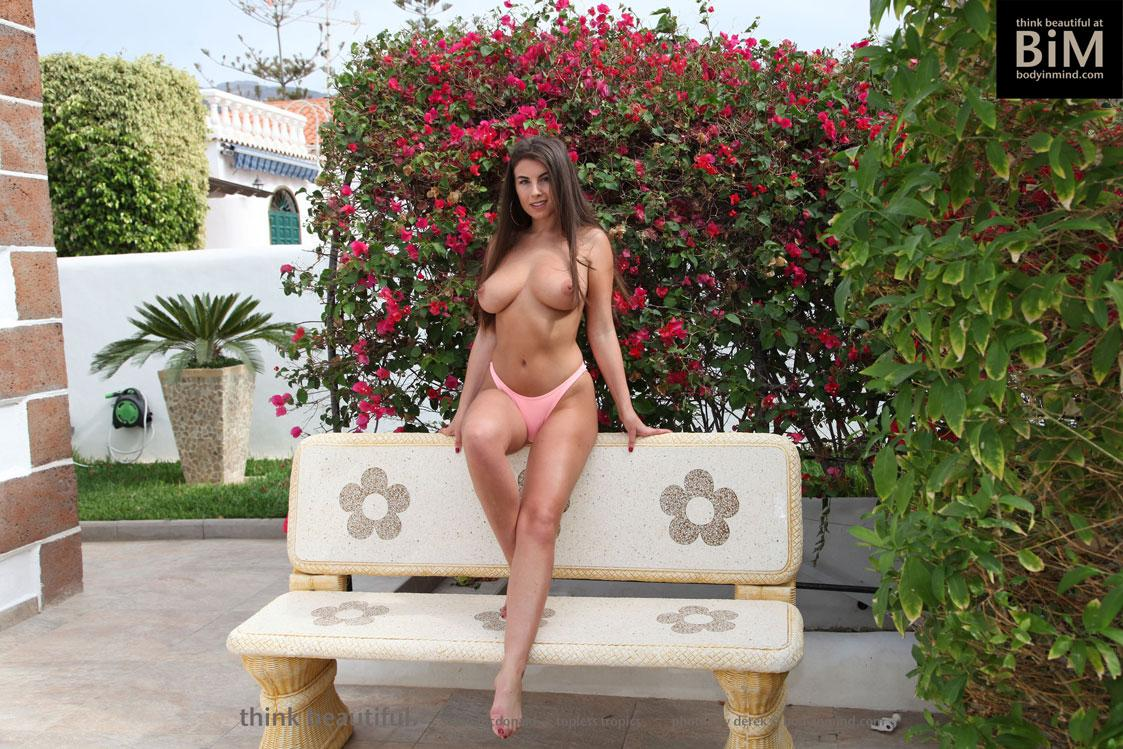 Body In Mind - PERFECT TITS GIRL SARAH MCDONALD TOPLESS BEAUTY