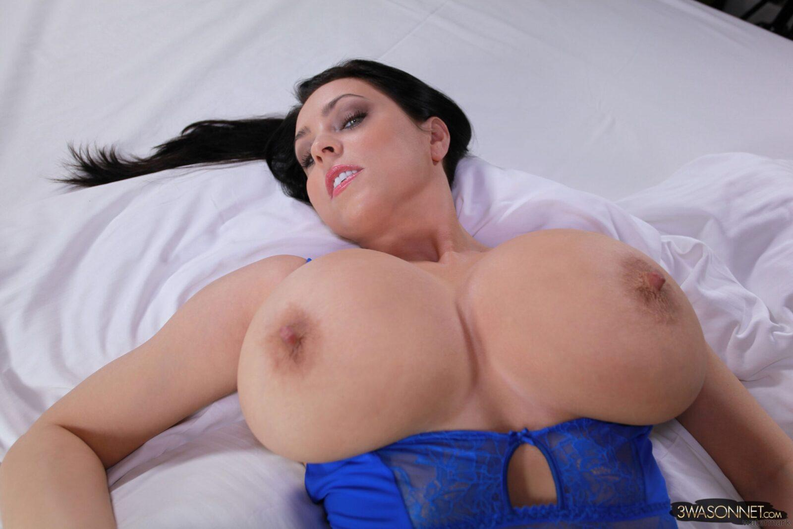 Huge tits in a bra